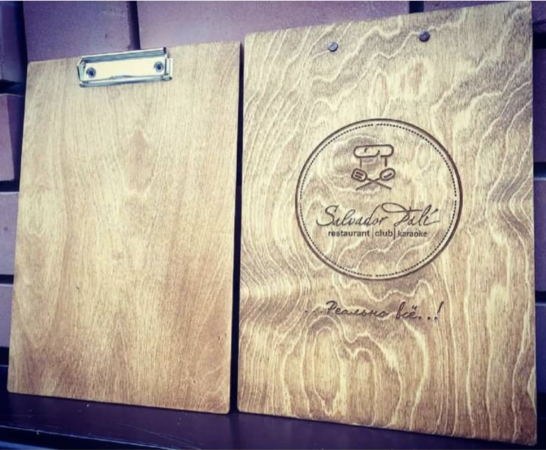 Фото деревянной планшетки для ресторана