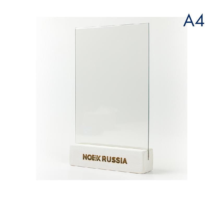 Менюхолдер (тейбл тент) А4 вертикальный с деревянным основанием белого цвета и гравировкой
