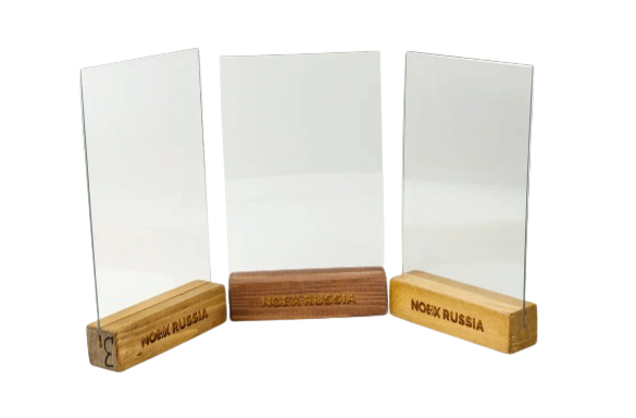 менюхолдер тейбл тент А4 на деревянной окрашенной подставке цвета тик и грвировкой