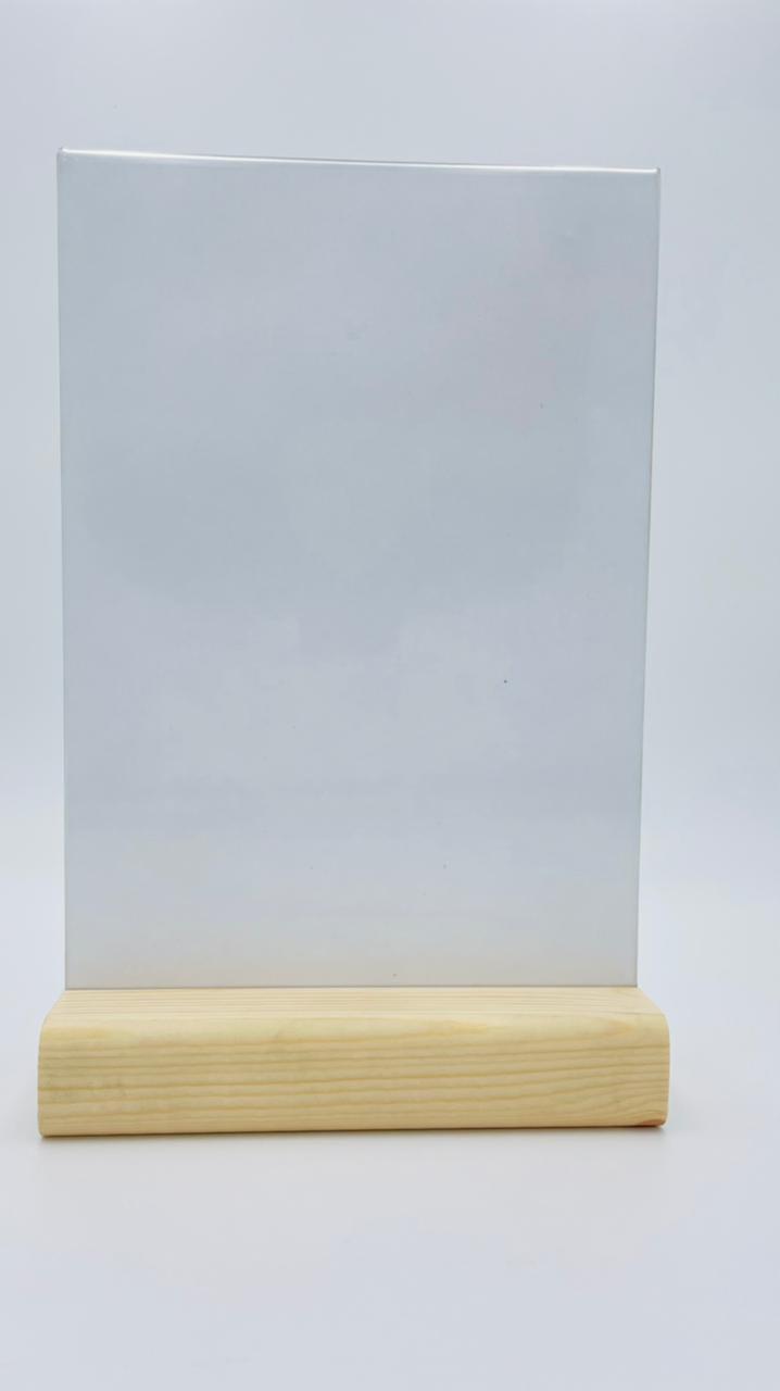 Менюхолдер (тейбл тент) А4 вертикальный на деревянном плоском основании