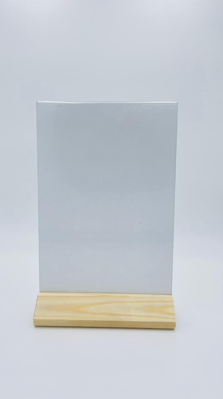 Менюхолдер (тейбл тент) А4 вертикальный на деревянном треугольном основании